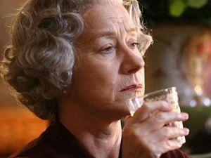 Alžbětu II. ztvárnila ve filmu anglická herečka Helen Mirrenová.