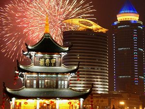 Čína vítá Nový rok ve znamení prasete.