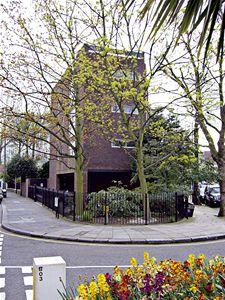Architekti to mají v Londýně někdy těžké, protože jsou pod silným tlakem tradicionalismu. Jen některým se podaří skloubit současnou představu o bydlení s prostředím starého Londýna.