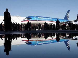 Civilní letadlo Suchoj Superjet 100 při slavnostní odhalovací ceremonii v Konsomolsku.