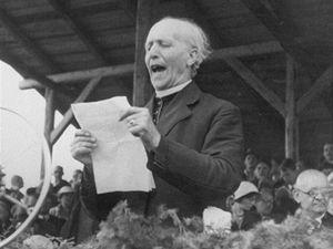 Andrej Hlinka při projevu na Pribinových oslavách v Nitře v srpnu 1932.