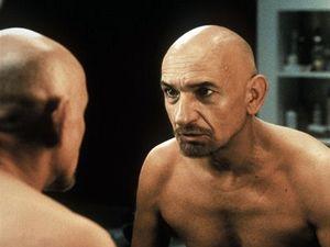 Ben Kingsley o roli gangstera ve filmu Sexy Bestie: Na každé postavě, kterou hraji, musím najít něco, co budu obdivovat. Našel jsem to i na takovém zmetkovi, jako byl mafián Don Logan z gangsterky Sexy bestie.