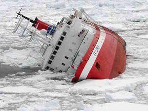 Potápějící se loď Explorer.