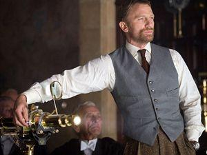 Lorda Asriela si ve filmu Zlatý kompas zahrál Daniel Craig.