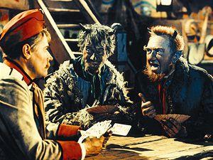 Hrátky s čertem (1956). V pohádce Josefa Macha hraje Martin Kabát (Josef Bek) karty s čerty (S. Neumann, F. Filipovský).