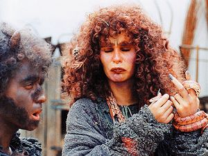 Princezna ze mlejna (1994). Čertík (Yvetta Blanarovičová) a čarodějnice (Monika Absolonová) v pohádce Zdeňka Trošky.