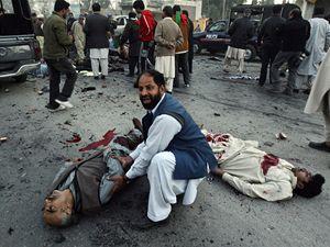 Na místě tragédie zůstalo také mnoho zraněných.