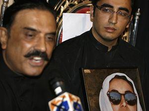 Manžel Bénazír Bhuttové Ásif Alí Zardárí a její syn Bilával.