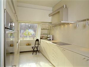 Nespornou výhodou podkrovního bydlení je možnost bezproblémového vyvedení digestoře.