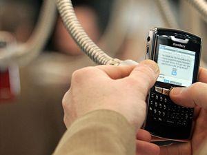Mobile World Congress v Barceloně. Výrobci se předhánějí a předvádějí nové telefony. Evropská komise si více posvítí na roaming.
