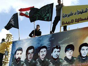 Členové hnutí Hizballah truchlí nad smrtí teroristy Imáda Mugníje.