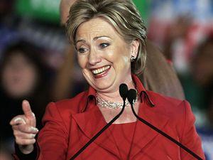 Hillary Clintonová se zdraví s příznivci v Columbusu ve státě Ohio.