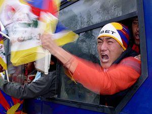 Exiloví Tibeťané demonstrují proti čínské nadvládě.