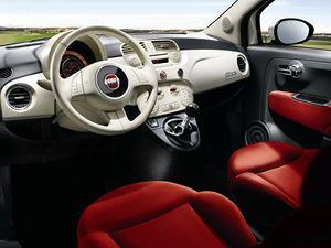 Fiat 500 je pohledným vozem, který je k dispozici pouze s třídveřovou karoserií.