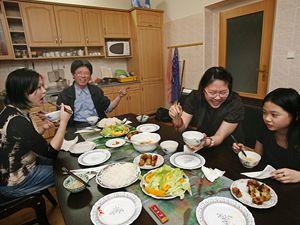 Lin s rodiči a mladší sestrou.