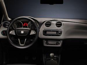 Ostré hrany a dynamické linie jsou pro nový Seat Ibiza typické.