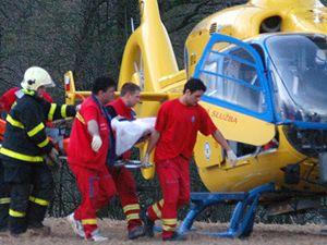Na místo neštěstí přiletěl i vrtulník.