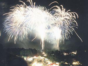 """Začátkem května v Bonnu a v jeho okolí koná festival ohňostrojů """"Rýn v plamenech""""."""