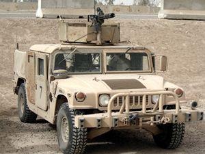 Ter�nn� v�z HMMWV, kter� se stal v Afgh�nist�nu ter�em �toku.