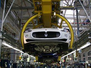 Moderní továrna je na původním místě v centru italské Modeny. Stejně velký prostor jako výrobní linka patří také kontrole kvality.