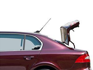 Zavazadlový prostor je přístupný buď jako v klasickém tříprostorovém sedanu, nebo po stisku tlačítka se z vozu vytvoří pětidveřový vůz se snadným přístupem k zavazadlům (na obrázku). Škoda má toto řešení patentované a označuje jej Twindoor.
