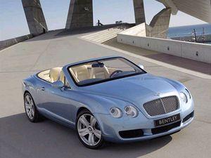 Na rozdíl od filmového Jamese Bonda preferuje ten knižní vozy Bentley.