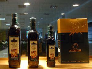 Španělsko je největší světovýmn producentem olivového oleje, jednou ze společností, která tento produkt vyrábí je továrna Oleoestepa na jihu Španělska.