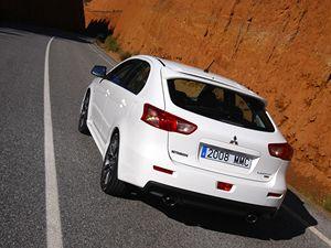 Mitsubishi Lancer Sportback Ralliart dokáže zaujmout.