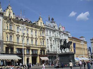 Záhřebský Václavák. Náměstí Bána Josipa Jelačiče zve na rozdíl od největšího pražského náměstí ke klidnému posezení.