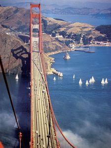 San Francisco shora. Na obrázku Golden Gate Bridge.