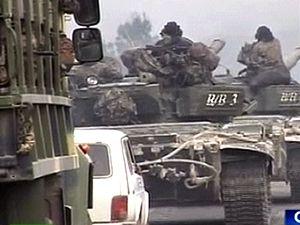 Gruzínské jednotky v tancích během konfliktu se separatisty v Jižní Osetii.
