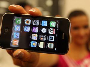 Mám ho! Češi čekali na iPhone dlouhé hodiny ve frontách.