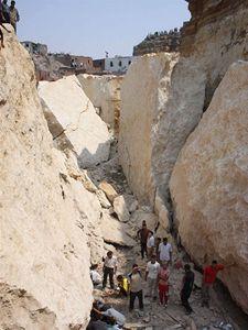 Sesuv půdy a kamení v chudinské čtvrti egyptské metropole Káhiry si vyžádal již 47 obětí na lidských životech.