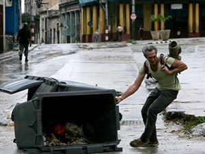 Ničivý hurikán Ike se dnes přehnal přes západní část Kuby a jižně od Havany postupoval směrem k Mexickému zálivu
