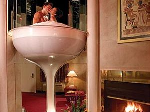 Vířivka ve tvaru sklenice na šampaňské v hotelu Caesar.