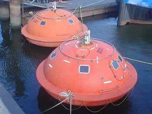 Hotel v záchranném člunu v holadském Haagu.