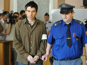 Robert Neff Novák (vlevo) byl 9. října Městským soudem v Praze odsouzen ke třinácti letům odnětí svobody za vraždu své manželky Ireny Neffové.