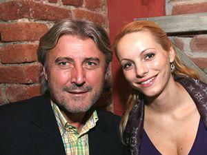 Bohumil Ďuričko se svojí těhotnou přítelkyní v restauraci Monarch pár hodin předtím než měl zavraždit Václava Kočku ml.