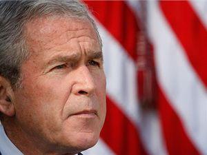 George Bush uklid�uje: M�eme vy�e�it tuto krizi a vy�e��me ji.
