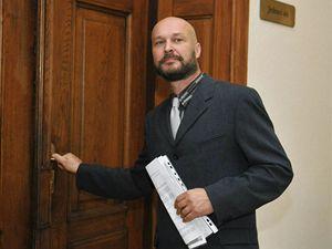 Martin Fahrner u brněnského krajského soudu, kde pokračoval proces v kuřimské kauze. Skupina šesti lidí v ní čelí obžalobě z týrání chlapců Ondřeje a Jakuba.