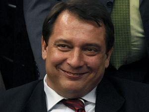 Jiří Paroubek se raduje z vítězství