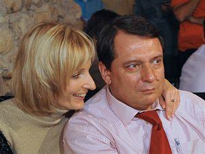 Předseda ČSSD Jiří Paroubek s manželkou Petrou v Lidovém domě v Praze, kde se 25. října odpoledne otevřelo tiskové středisko ČSSD k senátním volbám.