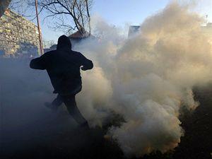 Asi pět stovek pravicových extremistů se snažilo dostat na litvínovské sídliště Janov. Policisté jim v tom zabránili.