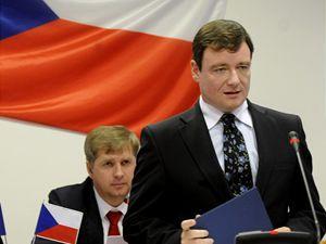 David Rath skládá slib na ustavujícím zasedání středočeského zastupitelstva.