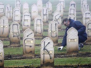 Ve Francii bylo znesvěceno asi 500 muslimských hrobů.