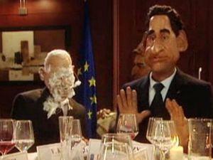 Francie se baví na český účet. Sarkozy a Klaus po zásahu dortem.