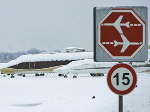 Letiště v Düsseldorfu kvůli sněžení zastavilo provoz.