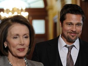 Brad Pitt s Nancy Pelosiovou
