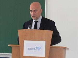 Álvaro de Soto, bývalý hlavní vyslanec OSN pro blízkovýchodní mírový proces.