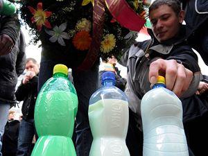 Protest zem�d�lc� p�ed s�dlem ministerstva zem�d�lstv�